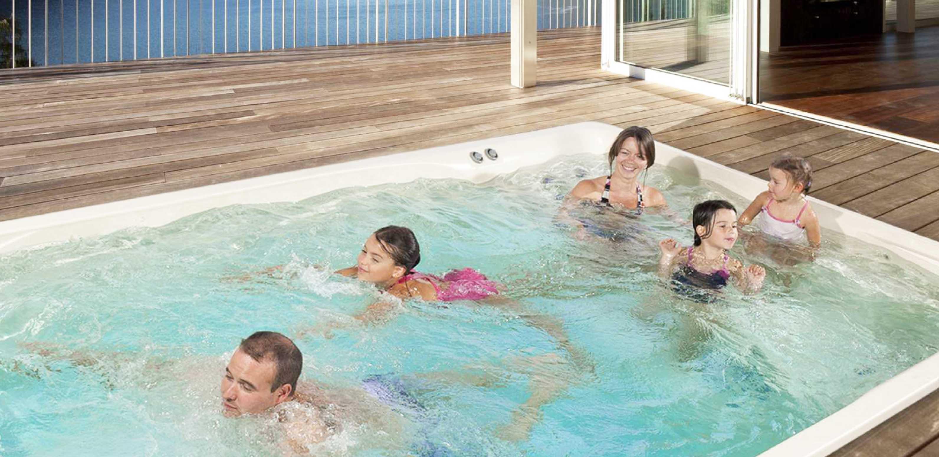 Acryl piscine coque de piscines dans les alpes maritimes for Constructeur piscine rhone